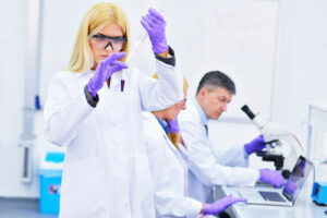group of people working in the laboratory, (c) Fotolia.com, blicsejo, 74336551